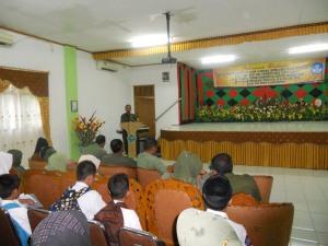 Kadisdikpora Lhokseumawe sedang menyampaikan amanatnya saat membuka acara FLS2N 2012 di SMK 3 Lhokseumawe